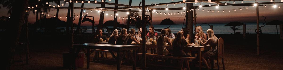 hyggelig middag arrangeret for vores danske kunder. Vi har slået os ned på en af filippinernes og verdens smukkeste strande ved El Nido. Nacpan beach