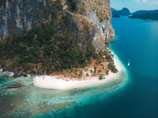En af de mange strande og øer på Filippinerne
