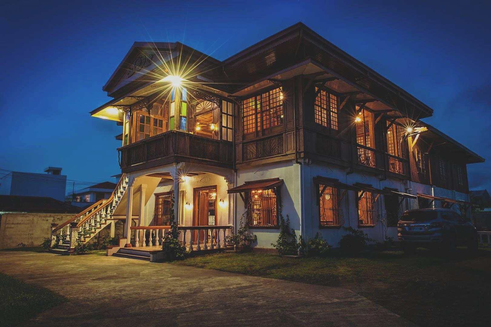 Historisk vingesus med time to travel I legaspi. Vi har slået os ned i et af Filippinernes ældste huse