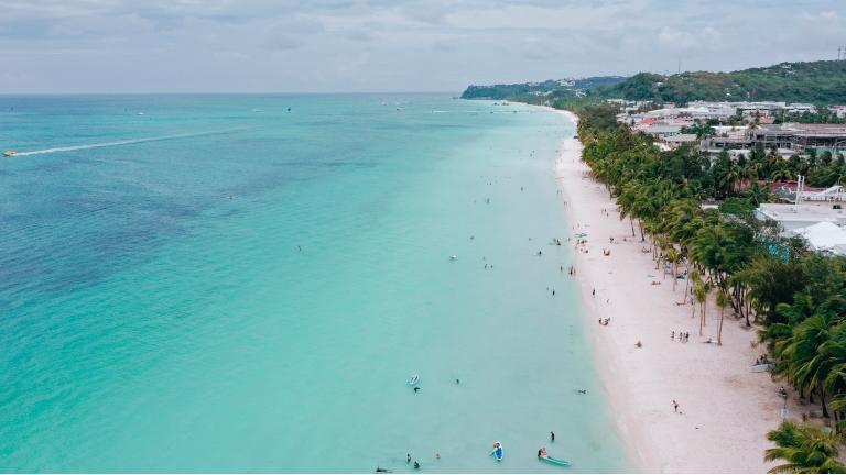boracay på filippinerne set fra fugleperspektiv fra vores drone
