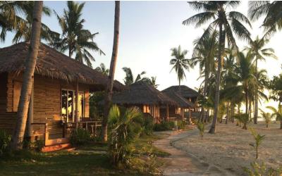 hyggeligt og billigt bungalow resort. vi sørger for en hytte helt ned i vandkanten