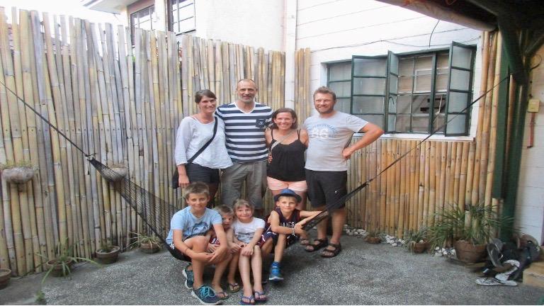 en dansk familie på tur til asien med time to travel