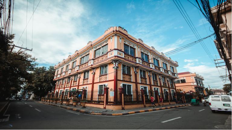intramuros i manila, kaldes byen i byen eller the gated community og var det sidste forsvar af manila under anden verdenskrig