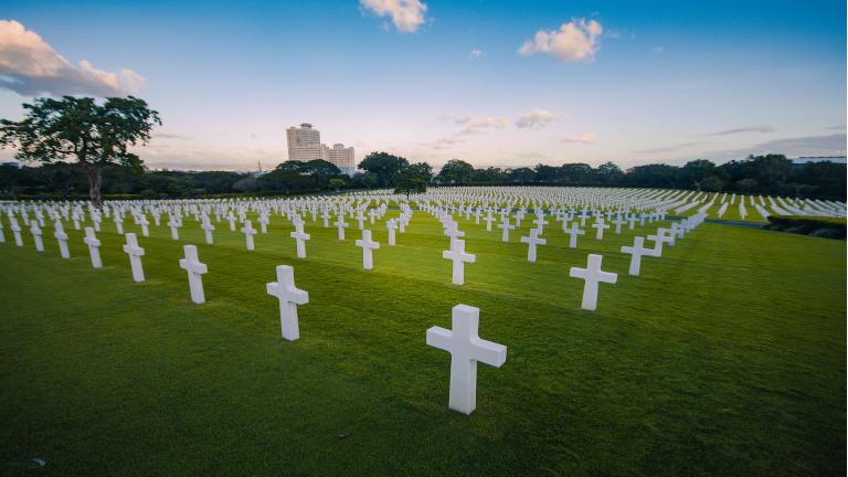 american memorial cemetery. den største mindedes kirkegård for faldne amerikanske soldater uden for USA. hvis du slår vejen forbi kan vi anbefalle at du holder øje med kontrasten mellem makati finans og indkøbsdistrikt og resten af byen