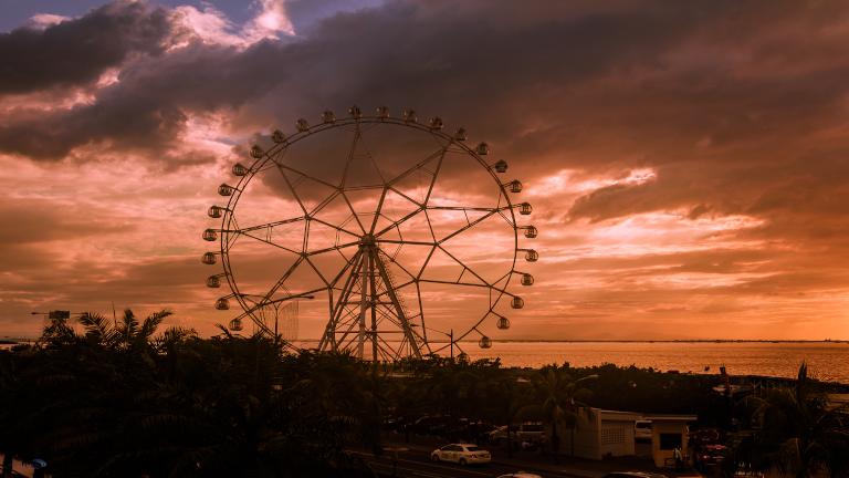pariserhjulet - østens paris. Manila er både igang om natten og om dagen